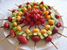 Amazing Idea: Fruit kebabs with mikado