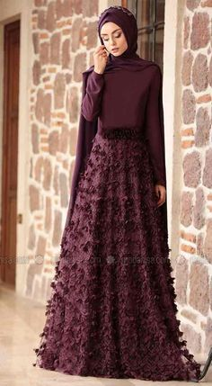 "Here are the new party wear abaya designs with hijab styles. choose your favorite formal party wear abaya and also watch a video on ""easy party hijab Hijab Dress Party, Hijab Style Dress, New Party Dress, Girls Party Dress, Party Wear, Muslim Evening Dresses, Muslim Dress, Islamic Fashion, Muslim Fashion"