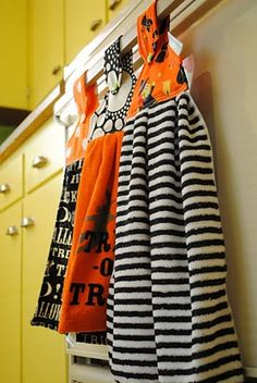 Halloween kitchen towels