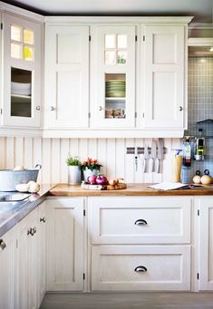 traditional-white-kitchen-idea-cabinet-doors