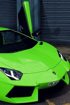 Aventador // there is something about a Verde Ithaca Lamborghini.