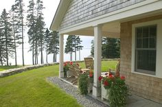 A new Maine cottage traditional exterior