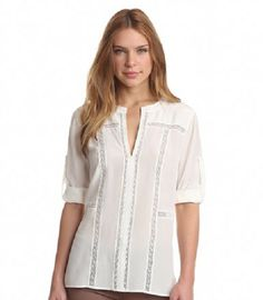 Las chicas, damas y señoras tienen blusas blancas, es un clásico que nunca pasará de moda por su sencillez y elegancia. Para este año tenemos las más bellas blusas blancas 2017, en delicados diseños románticos y en tipo marinero, las protagonistas de la moda –primavera verano. Tenemos con tejidos y