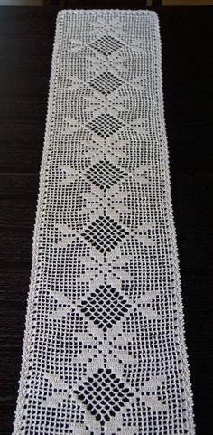 Light beige crochet linen table runner c Crocjetm Crochet Table Topper, Crochet Table Runner Pattern, Crochet Placemats, Crochet Doily Patterns, Crochet Borders, Crochet Squares, Crochet Motif, Crochet Doilies, Crochet Stitches