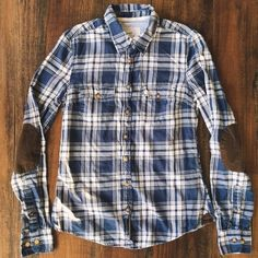 H&M Plaid Button Up Shirt w/ Elbow Patch Perfect with a pair of jeans. A few light spots on one elbow patch. 100% Bomull H&M Tops