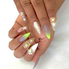 Cute Stiletto Nails With Matte Accents. If you are a passionate lover of a matte finish, have a look at these matte and cute stiletto nails. Fabulous Nails, Gorgeous Nails, Pretty Nails, Stiletto Nails, Gel Nails, Coffin Nails, Nail Nail, Acrylic Nails, Nail Polish