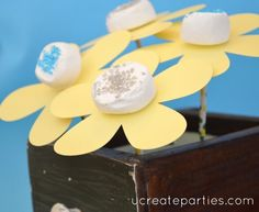 flower marshmallow pop tutorial - idea: dip marshmallow in chocolate then sprinkles of your choice