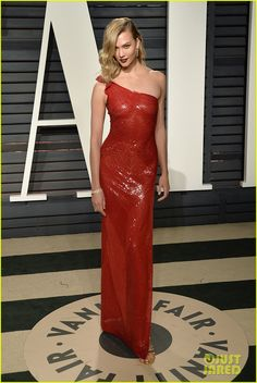 Karlie Kloss at the 2017 Vanity Fair Oscar Party at the Wallis Annenberg Center for the Performing Arts