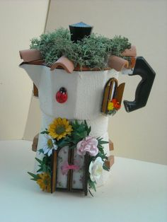 cafetera en decopage Paper Bag Crafts, Diy Crafts, Diy Flowers, Flower Pots, Mocca, Happy Day, Good Morning, Planter Pots, Miniatures
