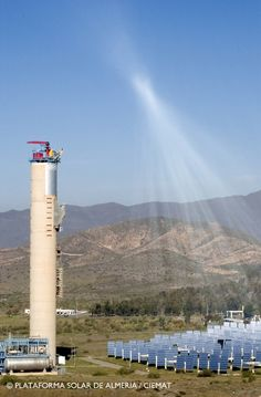 Torre CESA-1 reflejo heliostatos Plataforma Solar de Almería (PSA)