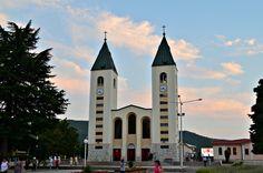 Medjugorje, mała wioska w Bośni i Hercegowinie, tłumnie odwiedzana przez pielgrzymów, więcej na blogu: http://bit.ly/1Y6XZ3g