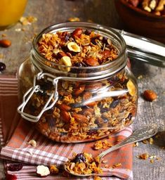 Convenience foods can come from your own kitchen. Drop processed, store-bought options, and try these quick meals, freezable snacks, and other healthful snack food recipes. 200 Calories, Real Food Recipes, Snack Recipes, Healthy Recipes, Baked Granola Recipe, Smoothie Shop, Bagel Shop, Vegetable Smoothies, Lean Protein