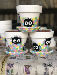 I made some Soot Sprite flower pots! : ghibli - Plant in flowerpot Flower Pot Art, Flower Pot Crafts, Clay Pot Crafts, Fun Crafts, Painted Plant Pots, Painted Flower Pots, Painted Pebbles, Pots D'argile, Clay Pots