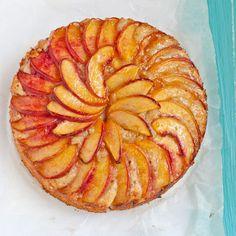 Tarte aux brugnons Apple Pie Cookies, Cracker Cookies, Lemon Sugar Cookies, Nectarine And Plum, Cake Slicer, Levain Bakery, Dessert Blog, Tartelette, Butter Chocolate Chip Cookies