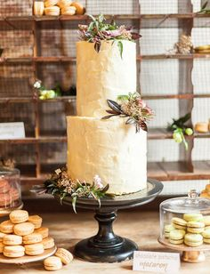 15 Beautiful Rustic Wedding Cakes - matching dessert with a moderate sized cakke (in this picture macarons)