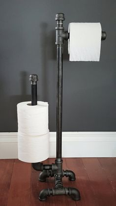 Industrial Steampunk Black-Pipe Tall Floor-Model Toilet Paper Holder This black-pipe industrial or Industrial Toilets, Industrial Bathroom, Industrial House, Industrial Interiors, Modern Industrial, Industrial Table, Modern Bathroom, Small Bathroom, Industrial Decorating