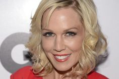 """Jennie Garth, who played Kelly Taylor on """"Beverly Hills, 90210,"""" would love to revive the Fox drama with her original co-stars."""