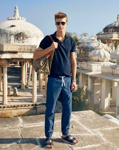 Crew June Style Guide–Visiting the Indian state of Rajasthan for its June style guide, J.Crew enlists French model Clement Chabernaud for the inspiring outing. Estilo Birkenstock, Birkenstock Outfit, Birkenstock Style, Mode Masculine, Sharp Dressed Man, Well Dressed Men, J Crew Summer, How To Have Style, Moda Retro