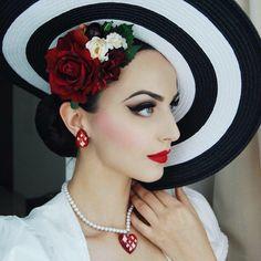 Idda van Munster Mexican Senorita Earrings/necklace by @glitterparadise Hairflowers by @sophisticatedladyhairflowers   Makeup @anastasiabeverlyhills