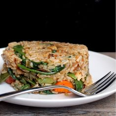 Healthy and fried in the same sentence? With this Healthy Fried Brown Rice, yes!