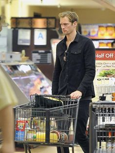 Alexander Skarsgard shopping at Gelson's. We bet, he's picking up healthy foods...
