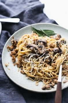 Whole grain thin spaghetti with mushrooms and Italian turkey sausage. Prepare yourself for a fantastic meal with not that much time involved to get it all to come together! Sausage Mushroom Recipe, Sausage Pasta, Turkey Sausage, Mushroom Recipes, Sausage Recipes, Great Pasta Recipes, Spaghetti Recipes, Healthy Dinner Recipes, Healthy Foods