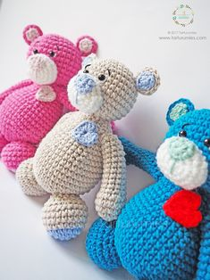 Valentine's Day is coming, and we bring new members to the Tarturumies family ! This way, we started to breathe pure love ♥ ♥ ♥ February is Valentine's Easy Crochet Patterns, Diy Crochet, Crochet Teddy, Giraffe, Valentines Day, Dinosaur Stuffed Animal, Pure Products, Knitting, Toys