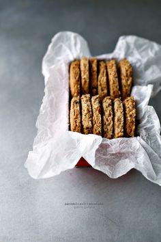 Biscotti ai cereali con mandorle e cioccolato | PANEDOLCEALCIOCCOLATO
