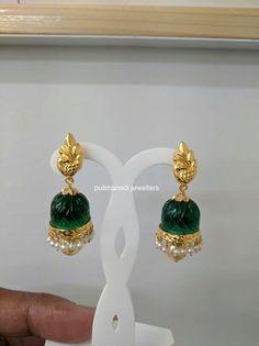 Gold Jhumka Earrings, Gold Earrings Designs, Indian Earrings, Gold Jewellery Design, India Jewelry, Bead Jewelry, Light Weight Gold Jewellery, Indian Wedding Jewelry, Gold Ornaments