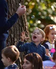 Детский праздник в Доме Правительства в Виктории, Канада: Группа В некотором царстве-государстве...