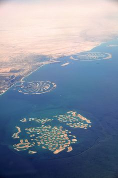both palm islands and the map of the world in Dubai Abu Dhabi, Dubai City, Dubai Uae, Dream Vacations, Vacation Spots, Places To Travel, Places To See, Places Around The World, Around The Worlds
