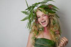 'Faces with Green': #Umbrella en #Tillandsia  Groenstyling by Sarah Dikker