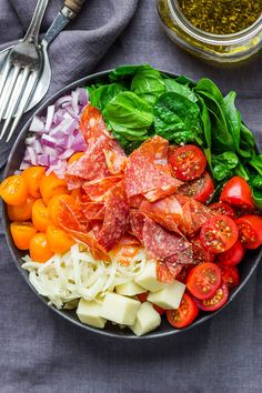 Spinach Salad with Mozzarella, Tomato amp; Pepperoni - Healthy and delicious, this spinach salad is so simple and perfect for a quick lunch. Lunch Recipes, Gourmet Recipes, Cooking Recipes, Healthy Recipes, Simple Salad Recipes, Cheap Recipes, Mozzarella, Spinach Salad Recipes, Salad With Spinach