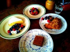 New blogpost - De Superette  Omdat we het moeilijk vonden om te kiezen uit al die lekkernijen, besloten we om vier desserts te proeven. Give us those guilty pleasures! Even niet denken aan de calorieën of aan de weegschaal maar gewoon genieten!