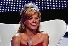 Kelly Clarkson debuts blonde hair on 'Duets' - what do you think?