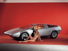1970 VW – Porsche Tapiro concept. Gullwing doors, mid mounted engine. Designed by Giorgetto Giugiaro and seen at the 1970 Turin Motor Show
