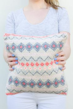 A gorgeous, modern take on the fair isle knit! Such pretty colours too. Find link to pattern too.