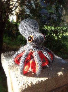 Thursday Handmade Love Week 68 Theme: Octopus Includes links to #free #crochet patterns Knitted Poseable Octopus via Etsy