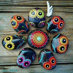 Colorfull Painted Owl on Pebbles Natural Eco Nature Stone Pebble Stone, Pebble Art, Stone Art, Stone Crafts, Rock Crafts, Arts And Crafts, Dot Painting, Stone Painting, Mandela Stones