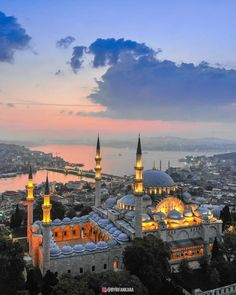 Istanbul: Mosque of Suleiman the Magnificent! Wonderful Places, Beautiful Places, Travel Around The World, Around The Worlds, Ecuador, Places To Travel, Places To Visit, Beautiful Mosques, Hagia Sophia