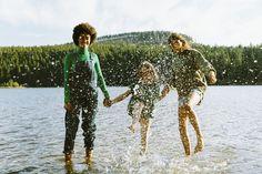 Ab an den See und rein ins kühle Nass. Die Abkühlung habt ihr euch verdient! #abandensee #volvic #naturerleben #sommer Cover Up, Beach, Mineral Water, Minerals, Summer, The Beach, Beaches