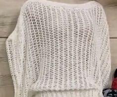 Receita de Tricô: BLUSA ANTONIA EM TRICO Beginner Knitting Patterns, Knitting Stitches, Hand Knitting, Crochet Patterns, Crochet Art, Crochet Woman, Crochet Summer Dresses, Crochet Blouse, Crochet Clothes
