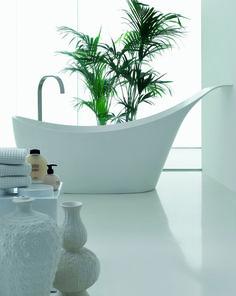 #Vasca da #bagno freestanding dal design moderno Love by Novello, made in Italy. Realizzata in Cristalplant. By Novello. [www.viadurini.it]