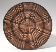 Africa | Basket from Congo Freestate | Plant fiber and dye | ca. 1907