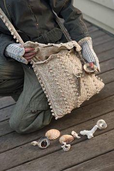 Beachcomber bag & wristwarmers pattern.