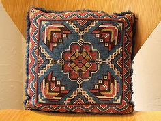 Folk Embroidery, Modern Embroidery, Cross Stitch Embroidery, Square Patterns, Loom Patterns, Cross Stitch Designs, Cross Stitch Patterns, Cushion Cover Pattern, Palestinian Embroidery