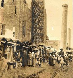 Central Asia bazaars c 1901 Islamic City, Islamic World, Old Pictures, Old Photos, History Of Pakistan, Asian Continent, Silk Road, Red Rugs, Central Asia