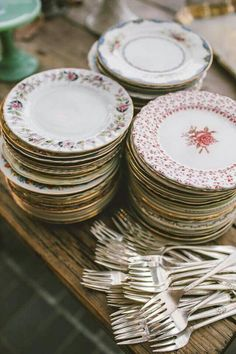 Tiato wedding Mismatched dessert plates and silverplate forks collected from flea markets. For a party buffet or 'cake & punch' wedding reception. The post Tiato wedding appeared first on Vintage ideas. Wedding Table, Wedding Reception, Our Wedding, Wedding Rustic, Woodland Wedding, Wedding China, Garden Wedding, Mismatched China Wedding, Eclectic Wedding