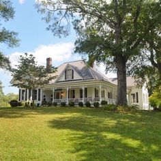 Beautify your Exterior Design with These Beautiful House Exterior Colors Dream House Ideas Beautiful Beautify colors Design Exterior House Modern Farmhouse Exterior, Farmhouse Plans, Farmhouse Style, Southern Farmhouse, Farmhouse Design, Victorian Farmhouse, White Farmhouse, New England Farmhouse, French Farmhouse