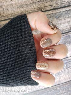 Neutral Nail Color, Nail Color Combos, Dry Nail Polish, Nail Polish Colors, Gelish Nails, Diy Nails, Mani Pedi, Manicure, Gold Nails